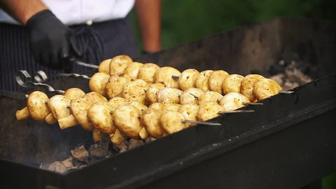 Delicious mushrooms get smoked on the grill