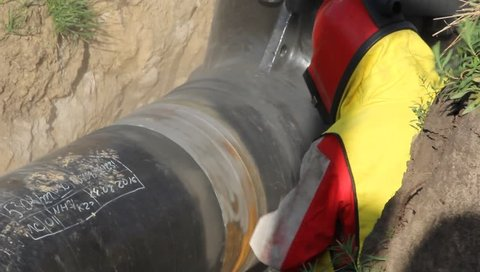 Removal of corrosion from a metal pipe by sandblasting