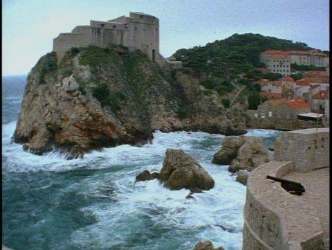 CROATIA, 1999, Dubrovnik, city walls, sea at base, pan right