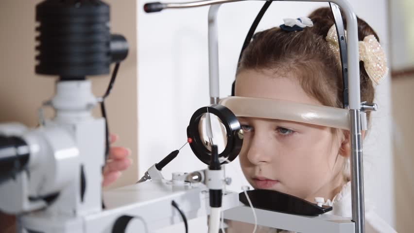 the ophthalmologist is engaged Biomicroscopy of an eye, the procedure allows to study a status of a vitreous, the doctor directs in an eye light #1012424381