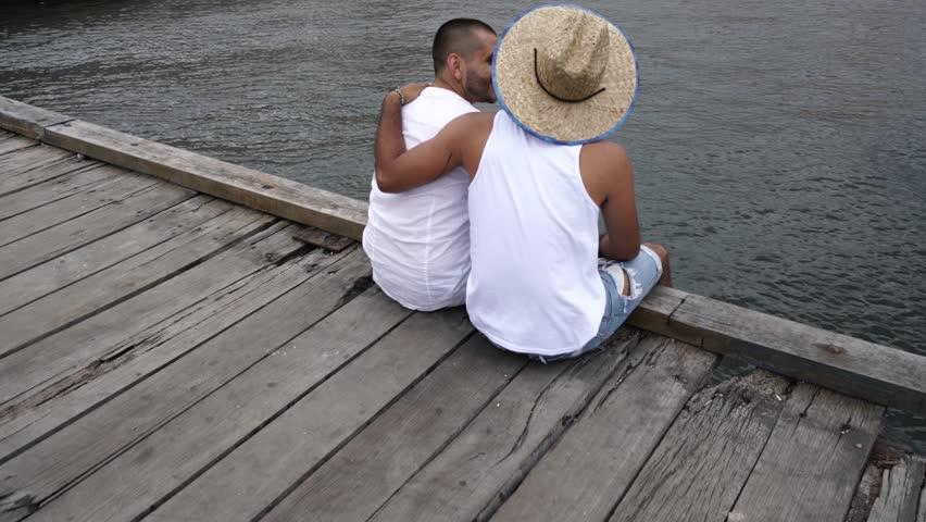 Gay docking clip