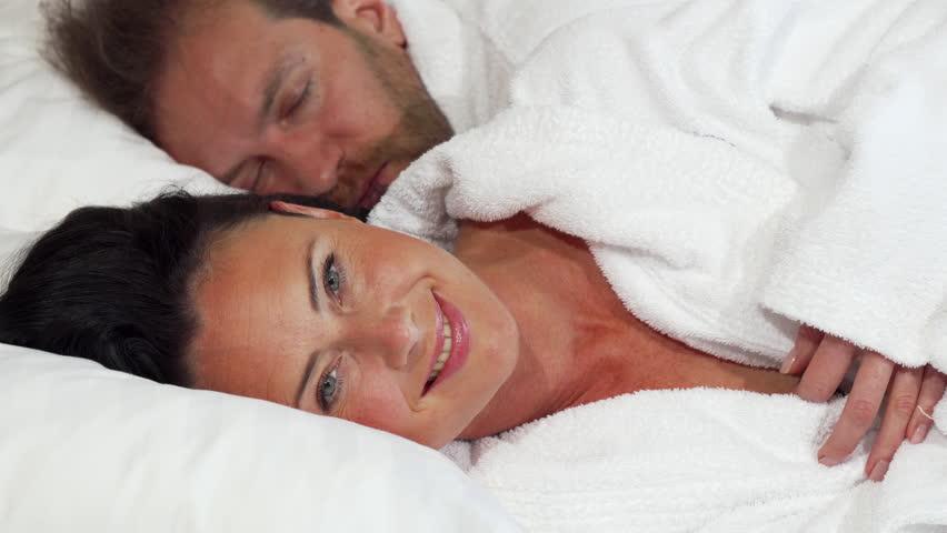 Порно трансов взрослые женщины спят с молодыми бабу порно три