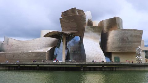 The Guggenheim Museum by Frank Gehry on the banks of the River Nervion, Bilbao, Basque Country, Spain, Europe, 10. September 2018