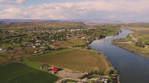 The Snake River Meanders Along Passing Glenns Ferry Idaho