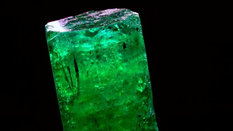 emerald crystals natural gemstone for jewelry , stone high quality rough and raw