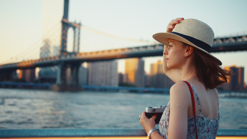 Young girl taking photo at Manhattan bridge in the evening | Shutterstock HD Video #1042249231