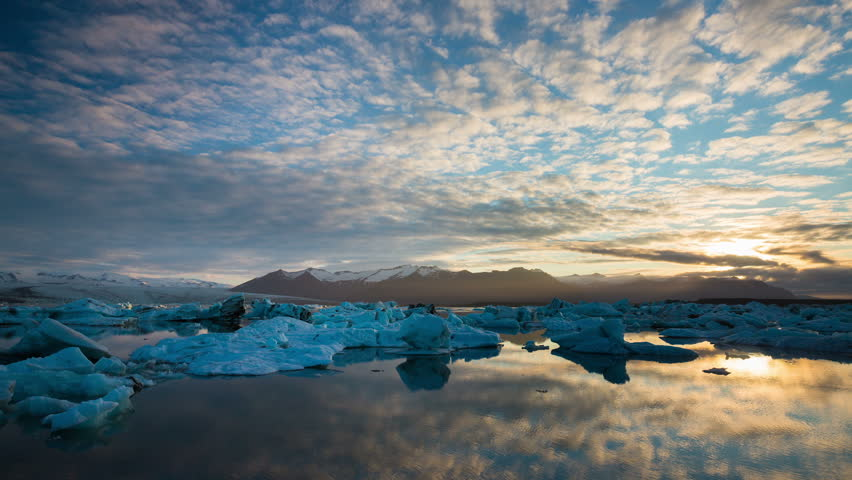 Perfect Time Lapse of Melting Icebergs in Iceland Glacier Lagoon