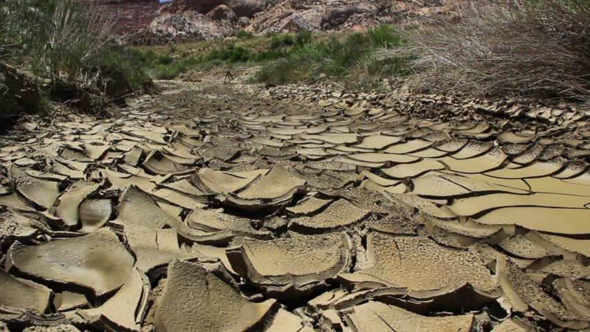 hd00:18The dry cracked earth in the dried up stream bed of the desert