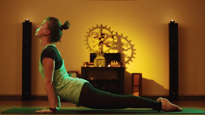 girl-doing-yoga-gets-hot