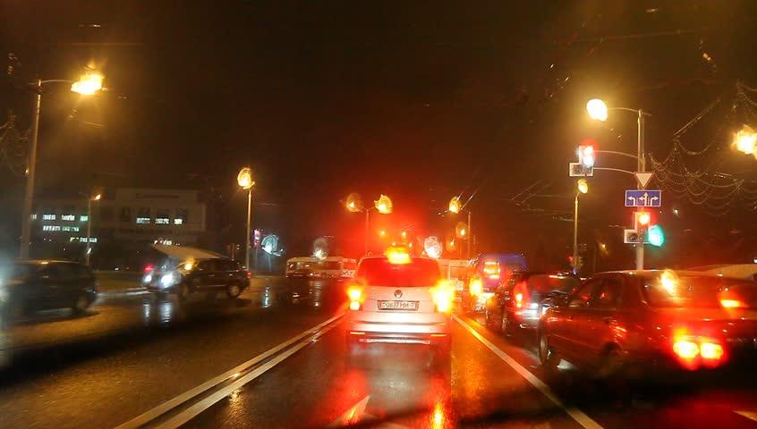 Stokovoe Video Car Traffic Light Rain The Absolyutno Bez