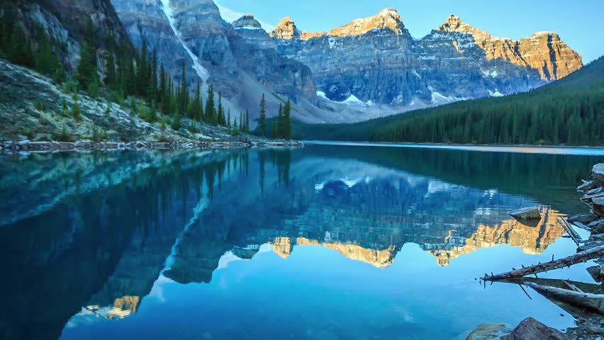 Cinemagraph Loop - Moraine Lake in Banff National Park, Canada - Motion photo