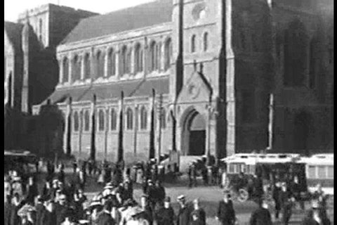A busy intersection in front of St. Paul\xEAs Cathedral in 1910 in Melbourne, Australia. (1910s)