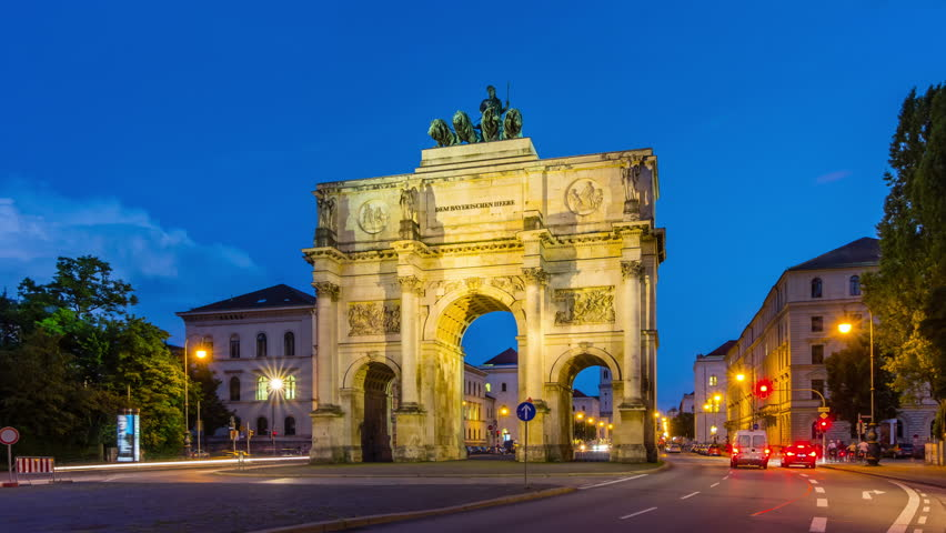The Siegestor Victory Arch in Munich at dusk with traffic. Timelapse view in 4K.