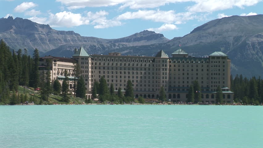 Chateau Lake Louise ws zoom