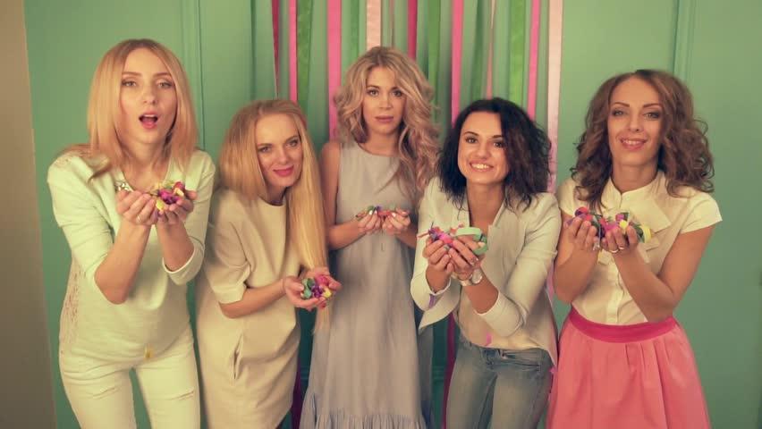 Girls On The Holiday Babyshower Video De Stock Totalmente Libre De