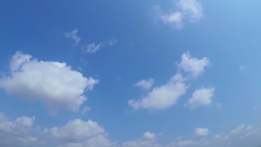 Time lapse sky with white clouds and the wind in the daytime.