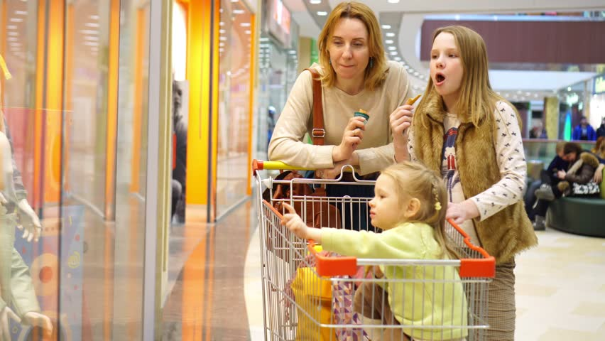 Mother talk to the daughter about purchases. | Shutterstock HD Video #25320770