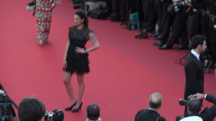 Aria Argento in black dress on the red carpet at the opening ceremony of Cannes, 5/17/2017