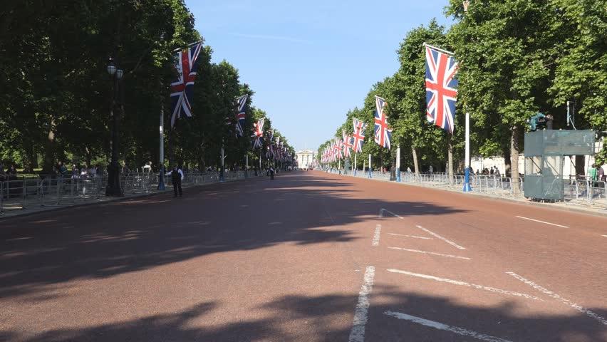 The road leading to Buckingham Palace.
