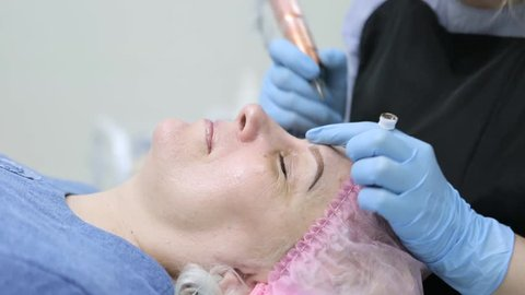 Permanent makeup. Permanent tattooing of eyebrows.