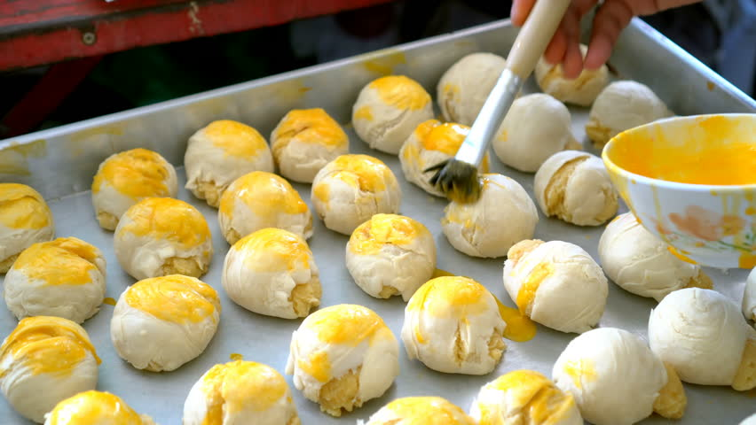 A Chinese pastry chef fills egg at a moon cake