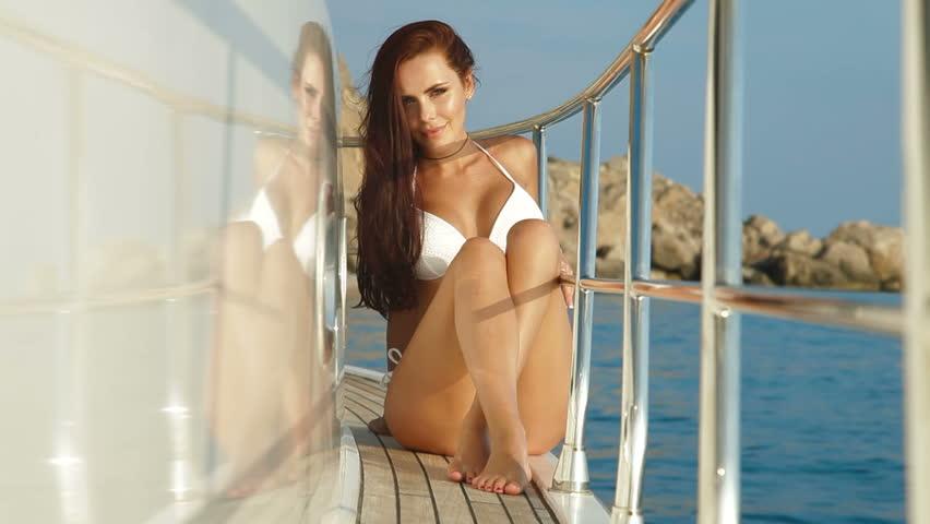 videos bikini women in