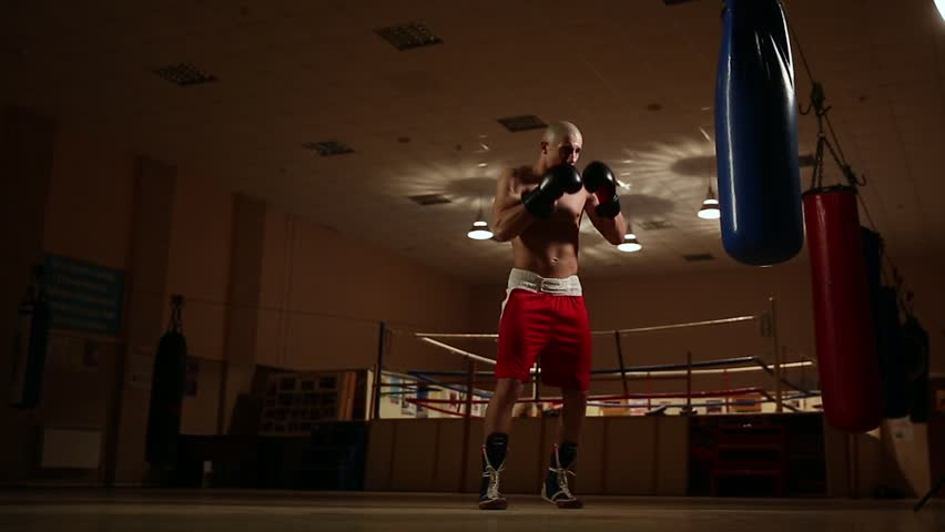 Teen guy in boxing ring — photo 9