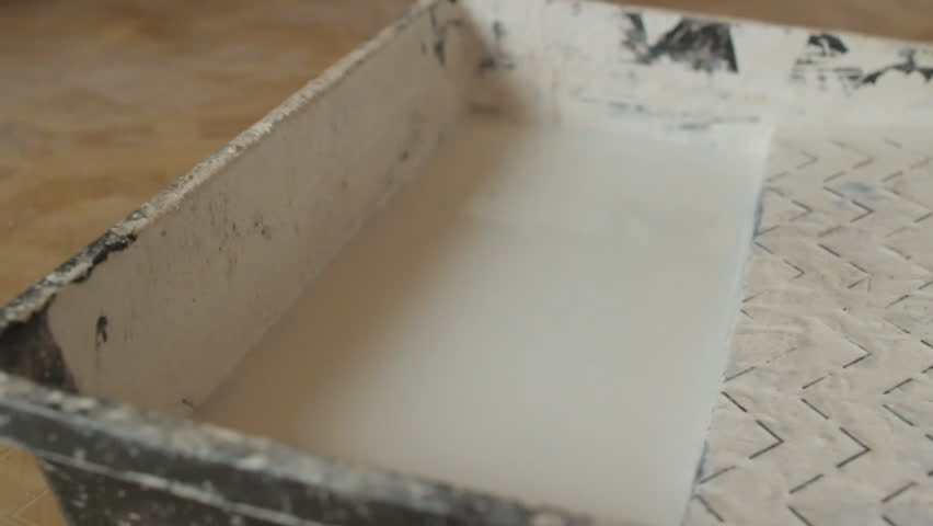 Immersing the roller in the primer solution