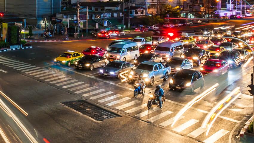 TRAFFIC AT NIGHT - BANGKOK TIME LAPSE