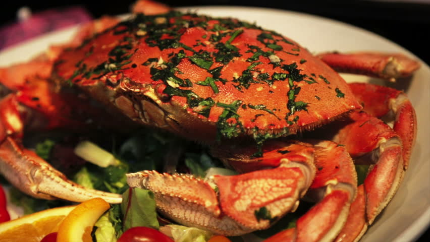 Cooked crabs with spicy sauce and salad