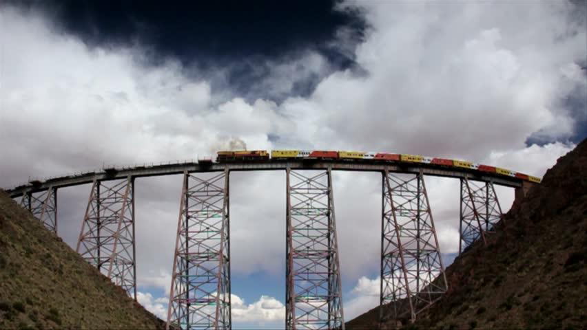 omg-facts-amazing-train-in-cloud-बादलों के बीच