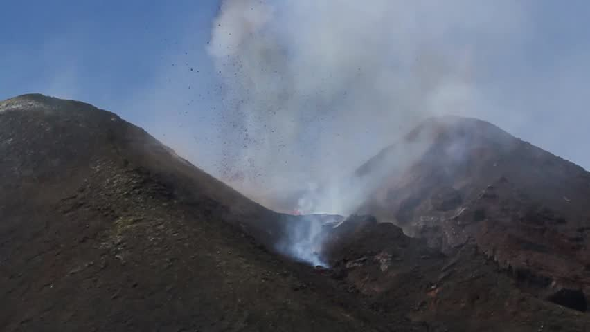 Time Lapse Etna eruption April 2012