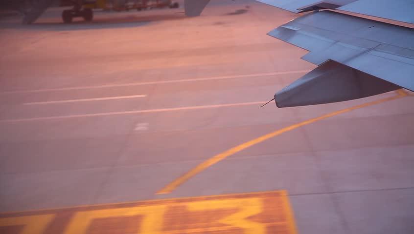 plane start flying #4774091