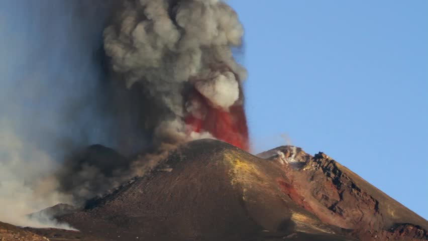 Eruption Etna - Lava fountanins in October 2013