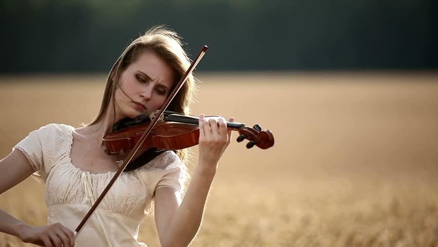 Resultado de imagen para girl playing violin
