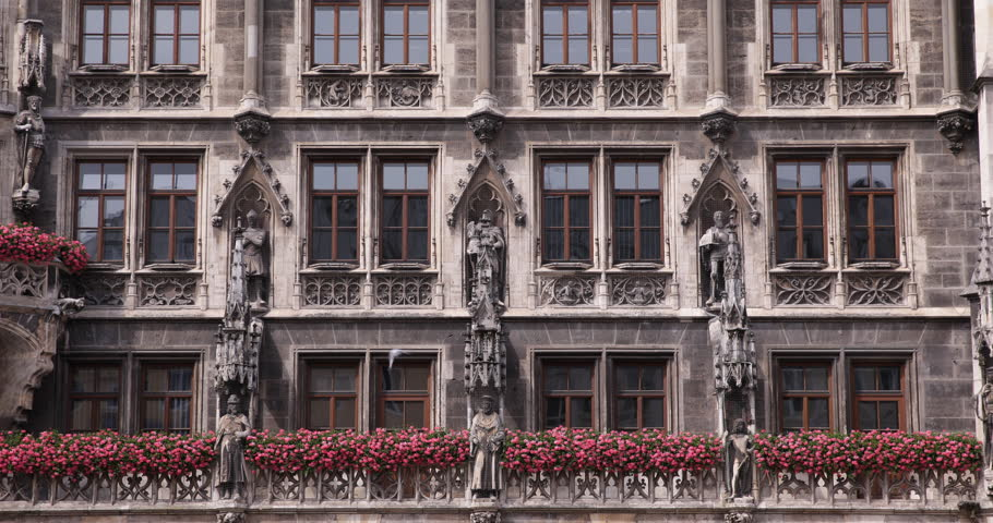 Flowers Detail Front Facade Main Entrance Kings Statues Munich New Town Hall Day ( Ultra High Definition, UltraHD, Ultra HD, UHD, 4K, 2160P, 4096x2160 )