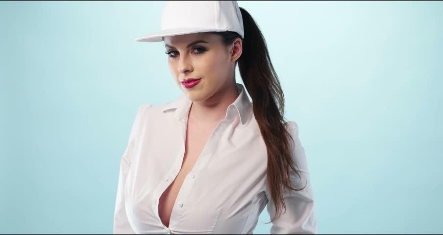 """Képtalálat a következőre: """"woman wearing baseball cap"""""""
